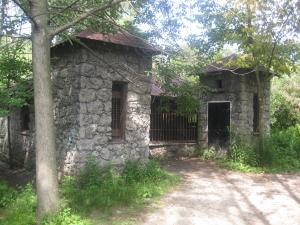 25. Riverdale Farm monkey cage